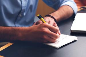 Habitos-para-brillar-con-tu-experiencia-laboral-empleo-pontevedra